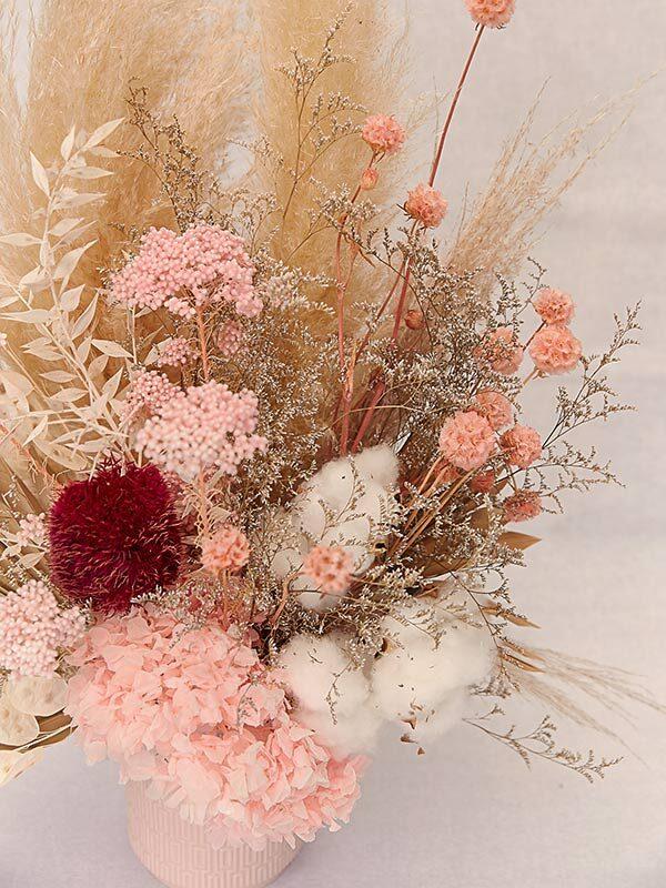 Flower arrangement of dried flowers